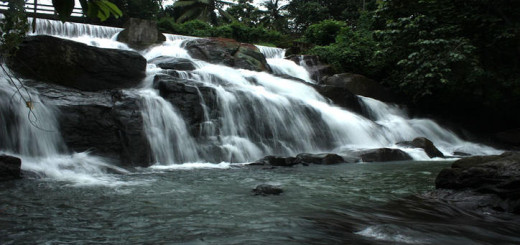 aruvikkuzhi-waterfalls