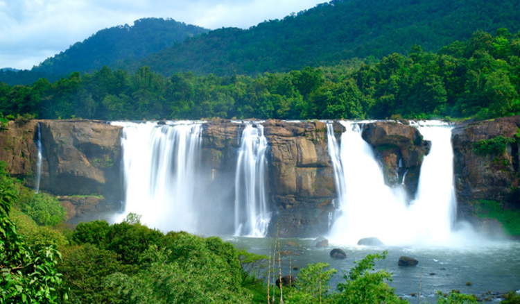 Athirapally_falls_in_Thrissur_16